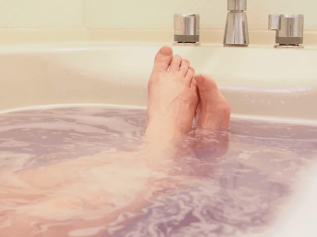 お風呂につかる