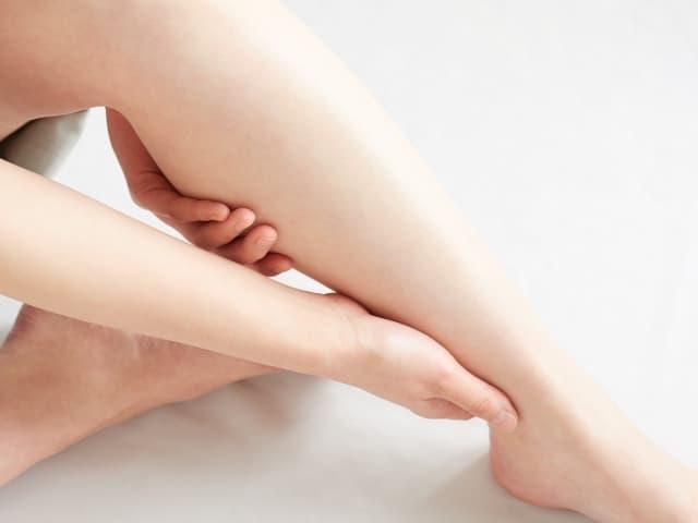 足の足のむくみ解消、着圧レギンス